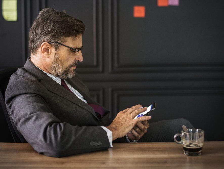 Les 50 ans et plus et la technologie : des barrières à l'emploi?