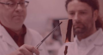 [VIDEO] Deux Québécois inventent le papier qui ne brûle pas