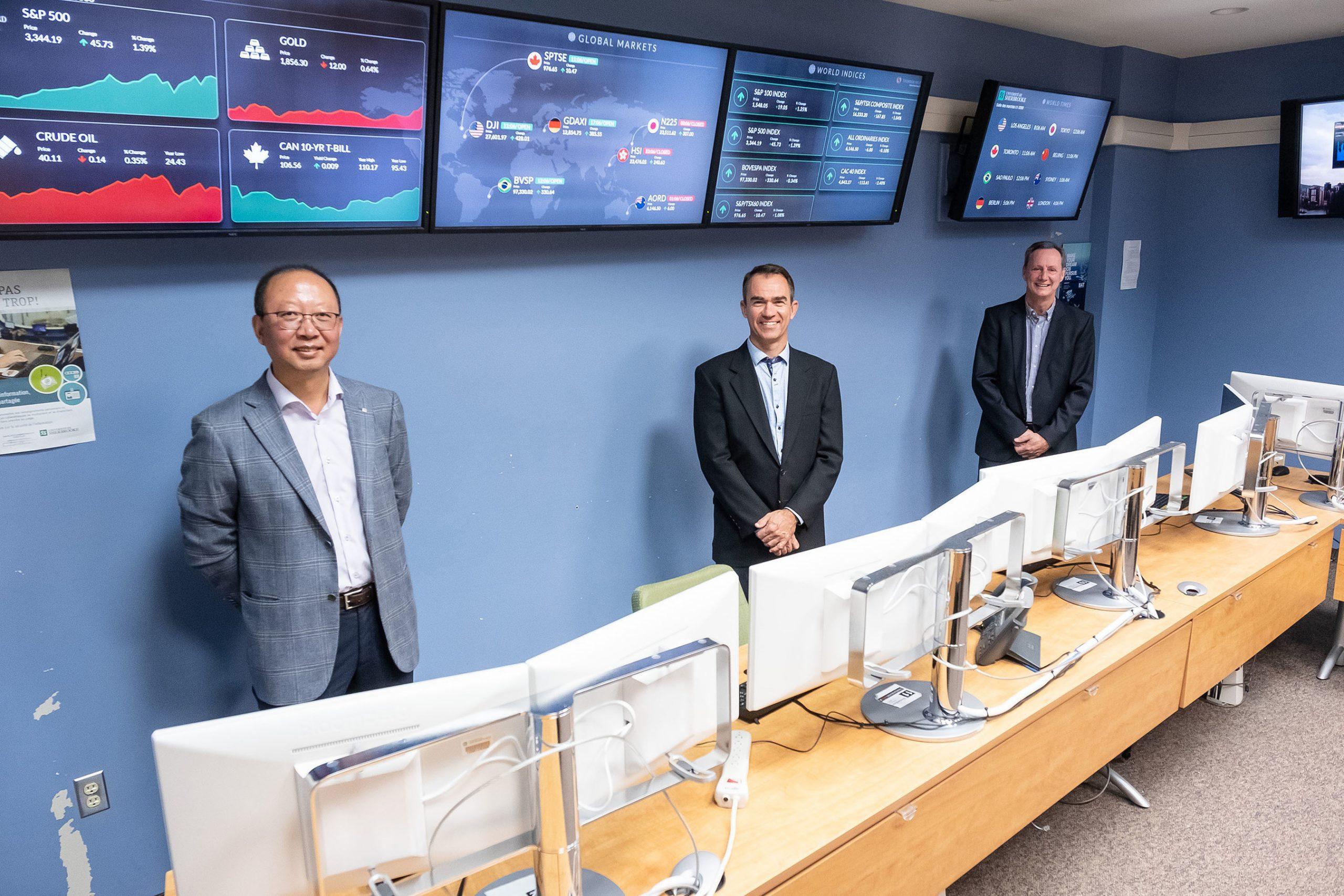 BV: Le Pr Shengrui Wang, du Département d'informatique de la Faculté des sciences de l'UdeS,Jean-Marc Patenaude, président de Laplace Insights, et le Pr Guy Bellemare, du Département definance de l'École de gestion de l'UdeS. Photo : Michel Caron – Université de Sherbrooke