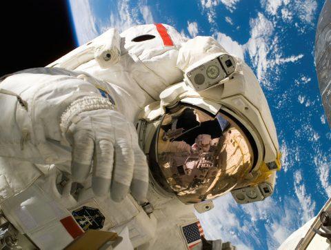 [C+Clair] L'IA dans l'espace peut-elle améliorer la vie des Québécois?