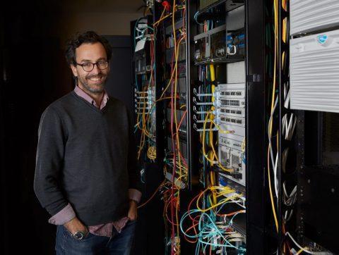 Un Québécois se distingue dans la recherche en sociologie de l'IA