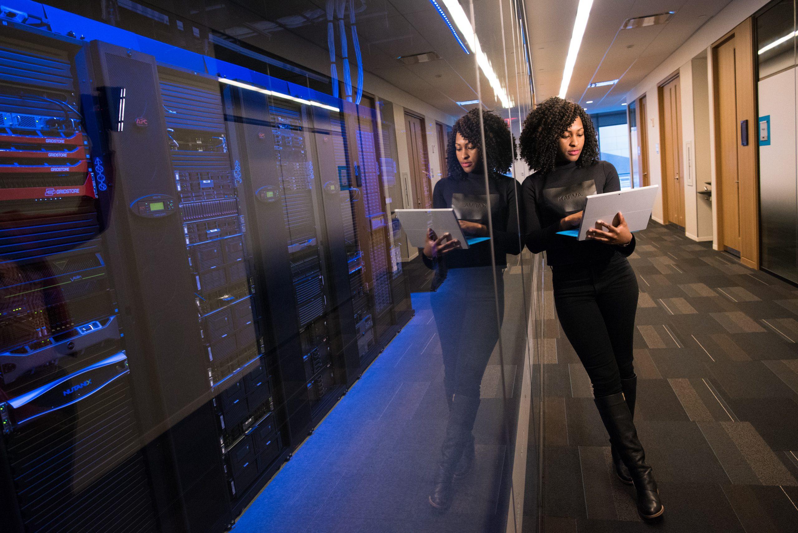 Data center, serveurs, données. Crédit photo: Pexels/Christina Morillo.