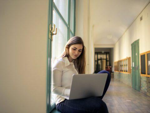 5 formations gratuites sur l'IA offertes par le milieu académique