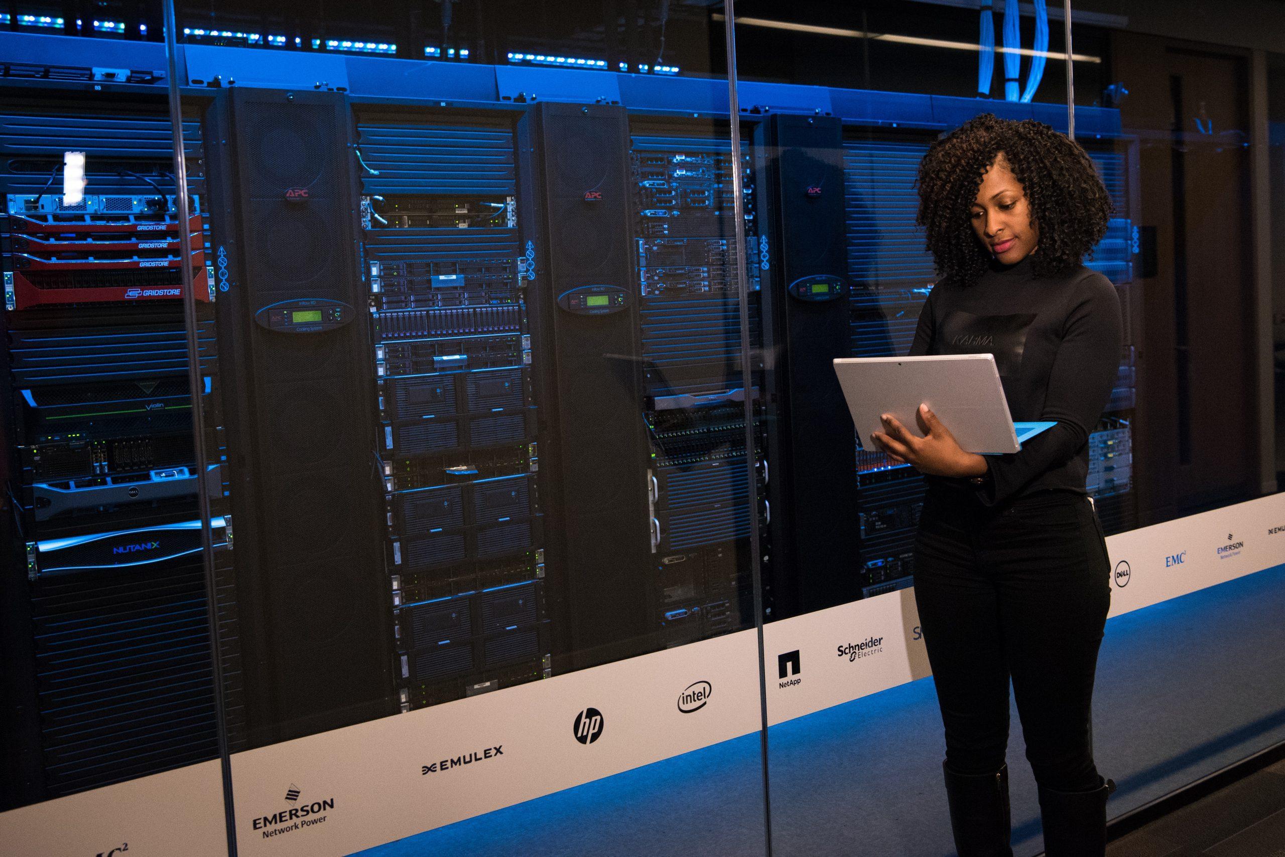 données, base de données, data, data center. Crédit photo: Pexels/Christina Morillo