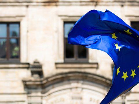 [ANALYSE] L'Europe secoue l'écosystème de l'IA, passant de la confiance aux régulations!