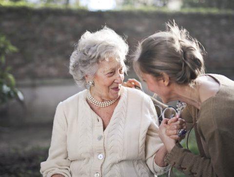 Le numérique pour prendre soin des aînés à domicile