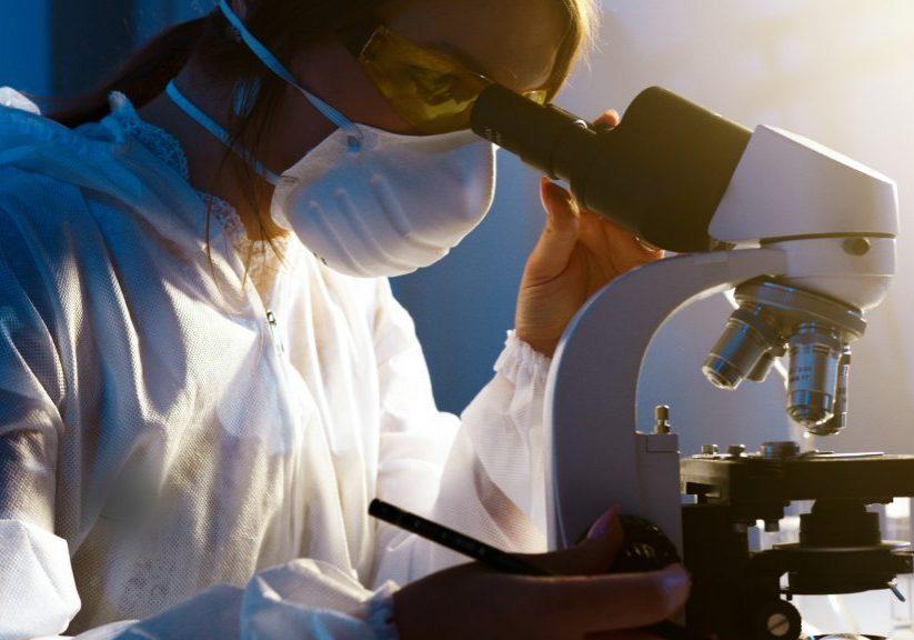 Recherche, scientifique. Crédit photo: Pexels/Artem Podrez
