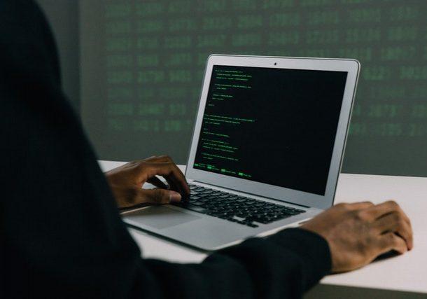 pirate, hacker. Crédit photo: Pexels/Mati Mango